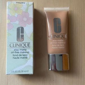 Clinique Stay Matte Foundation in Honey (11)